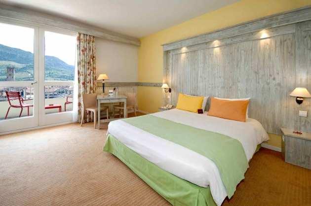 hotel mercure millau hotel millau from 56. Black Bedroom Furniture Sets. Home Design Ideas