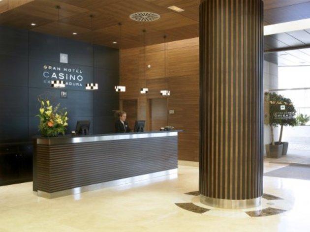 Hotel NH Gran Hotel Casino Extremadura thumb-2