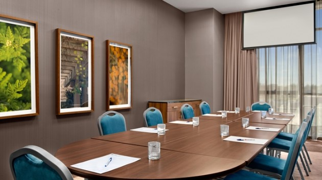 Hilton garden inn calgary downtown hotel calgary from for A j pinder salon grand rapids