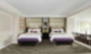 Hotel Romantic 5-star luxury resort on the Las Vegas Strip with impressive suites and marble baths