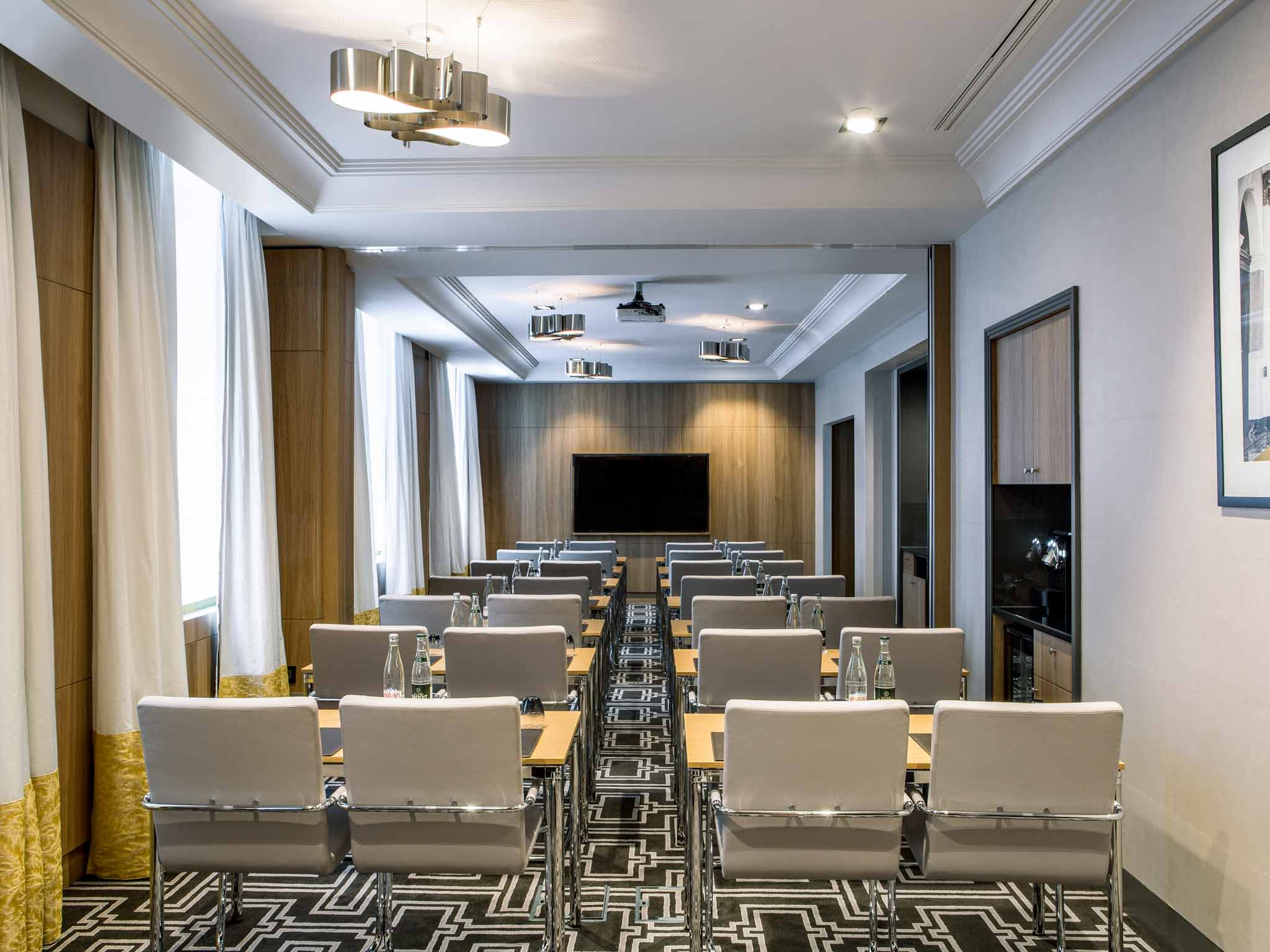 hotel sofitel le faubourg em paris desde 273 rumbo. Black Bedroom Furniture Sets. Home Design Ideas