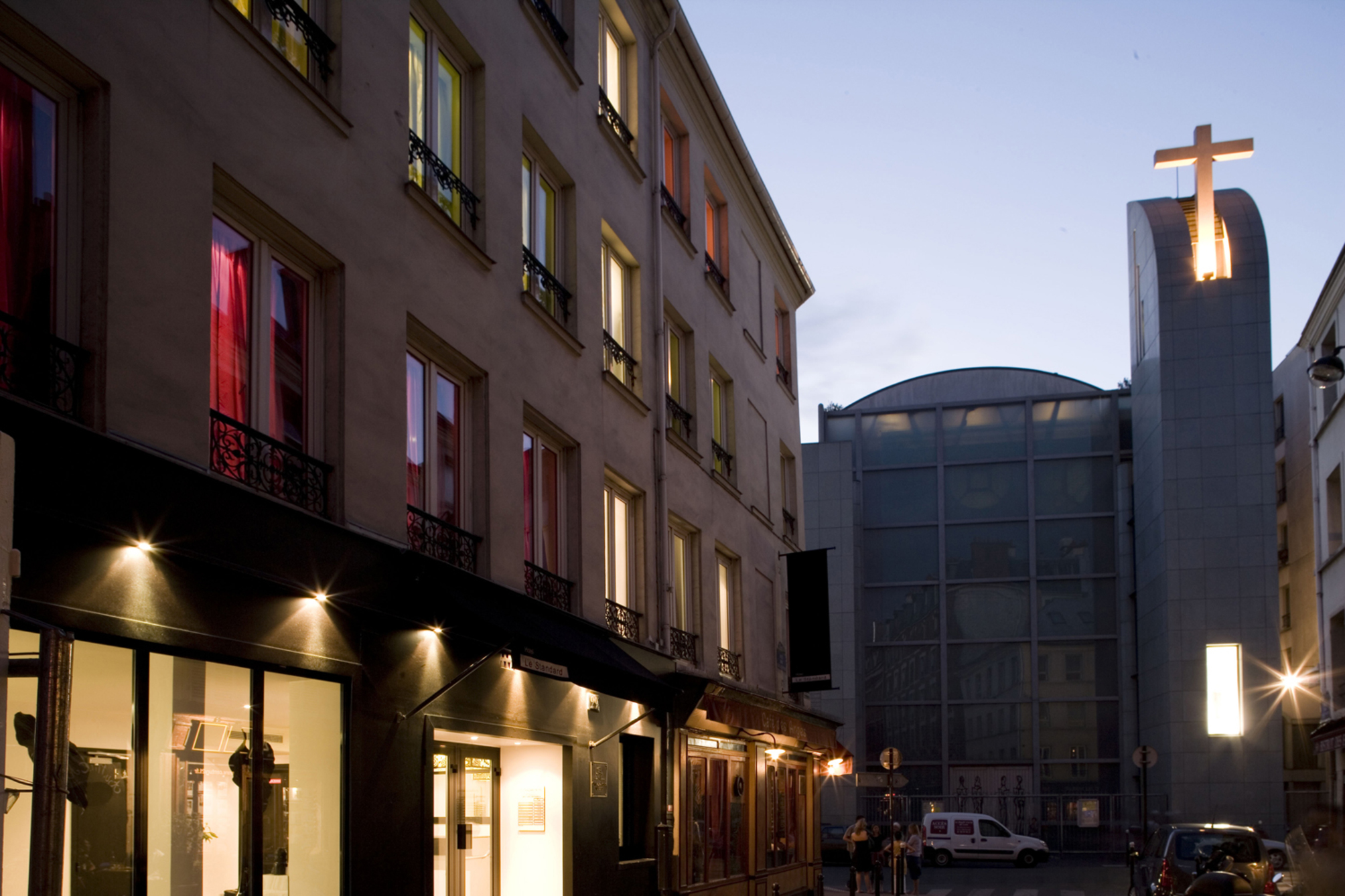 Hotel standard design en paris desde 66 rumbo for Standard design hotel