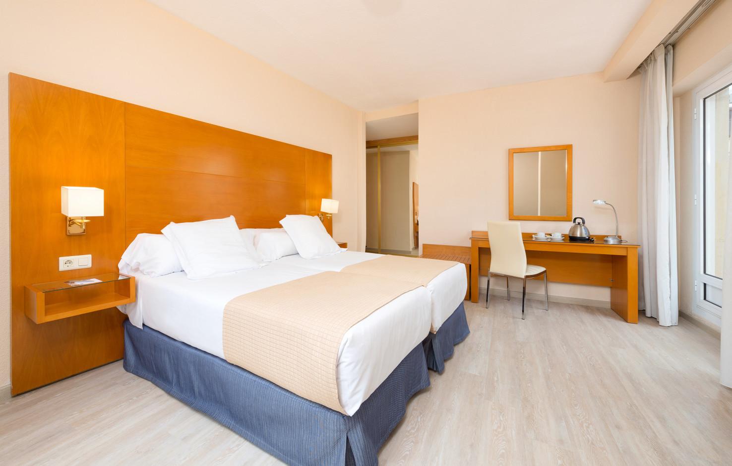 Hotel TRYP Ciudad De Alicante thumb-2