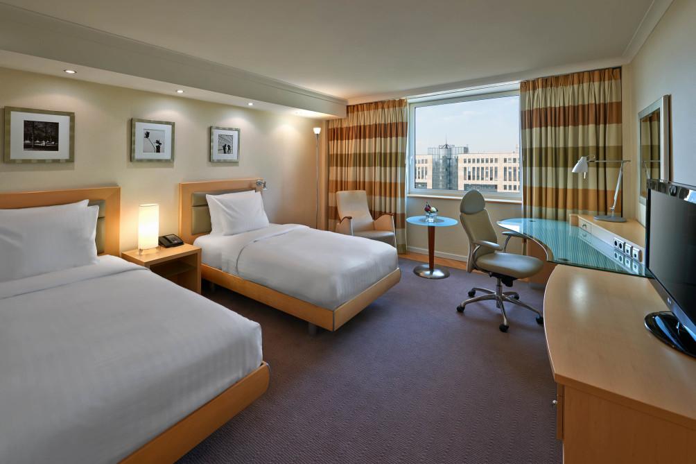 Hotel Hilton Dusseldorf thumb-4