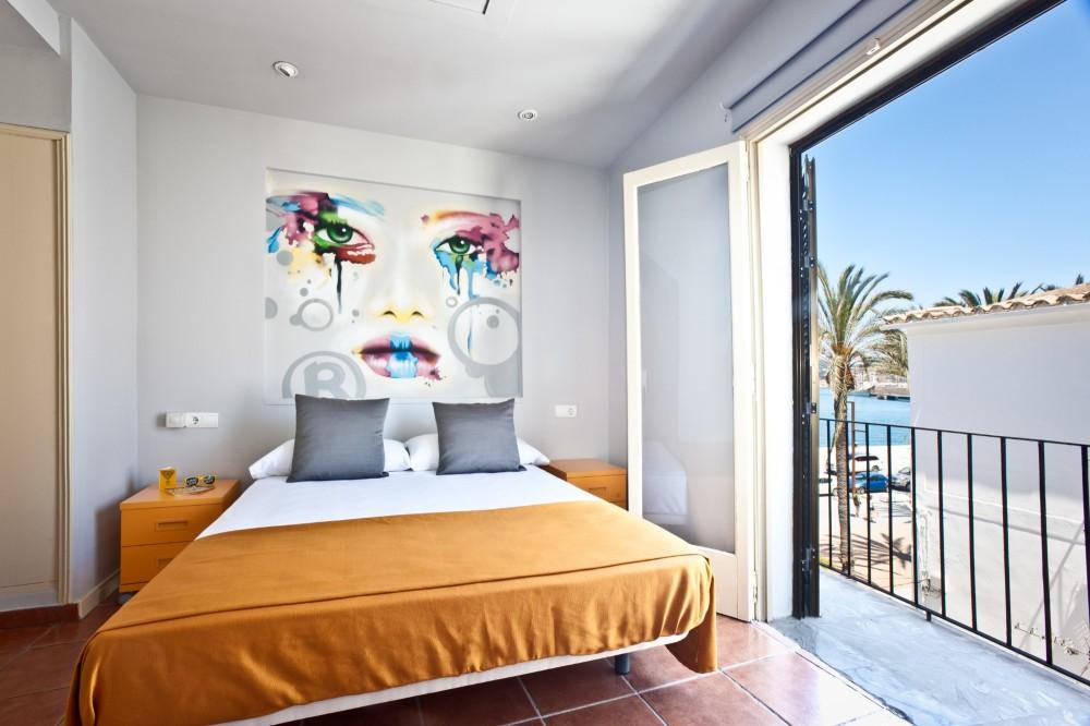 HotelRyans La Marina