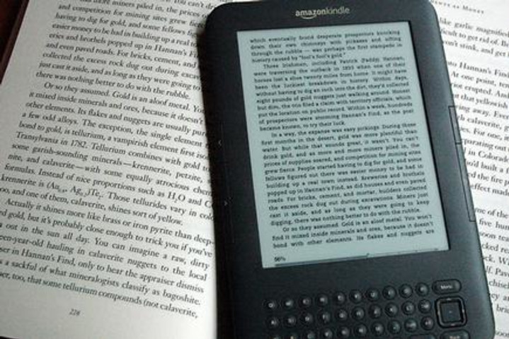 Canada's tribunal suspends e-books settlement over bureau protests