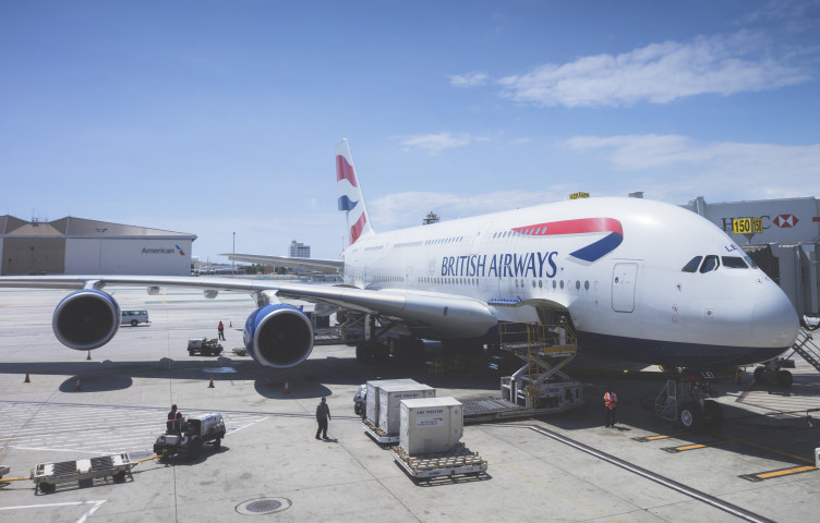 Former air cargo judge quits under fire