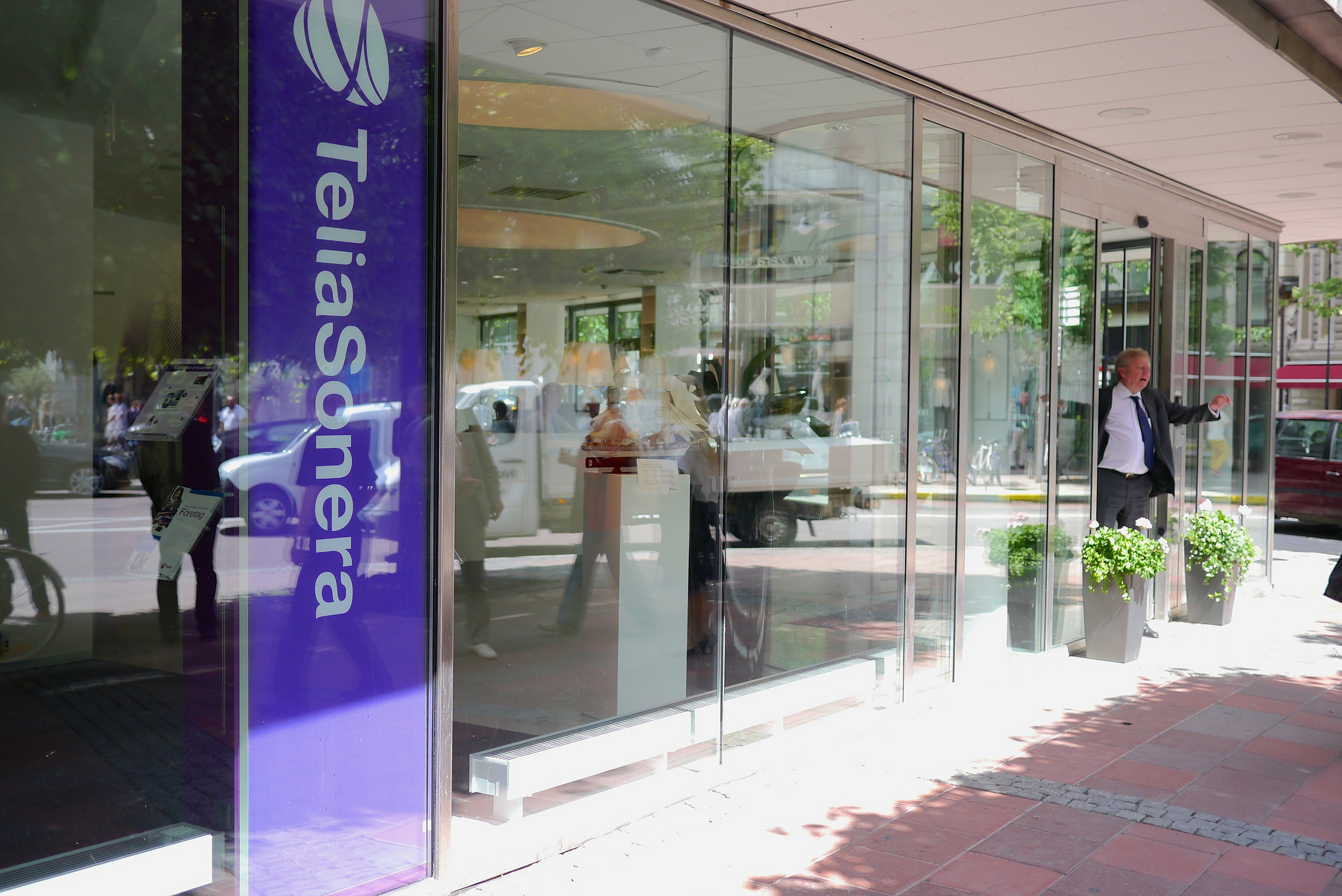 Telia relies on established names for Uzbek bribery probe