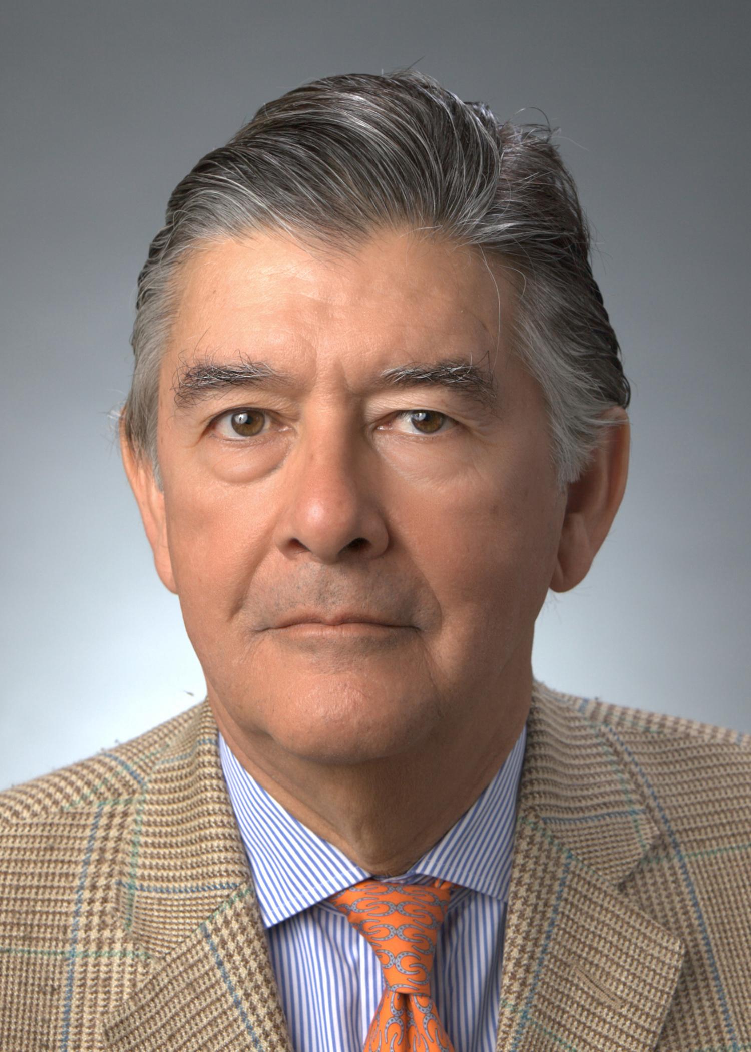 Victor Vilaplana: of counsel at Foley & Lardner