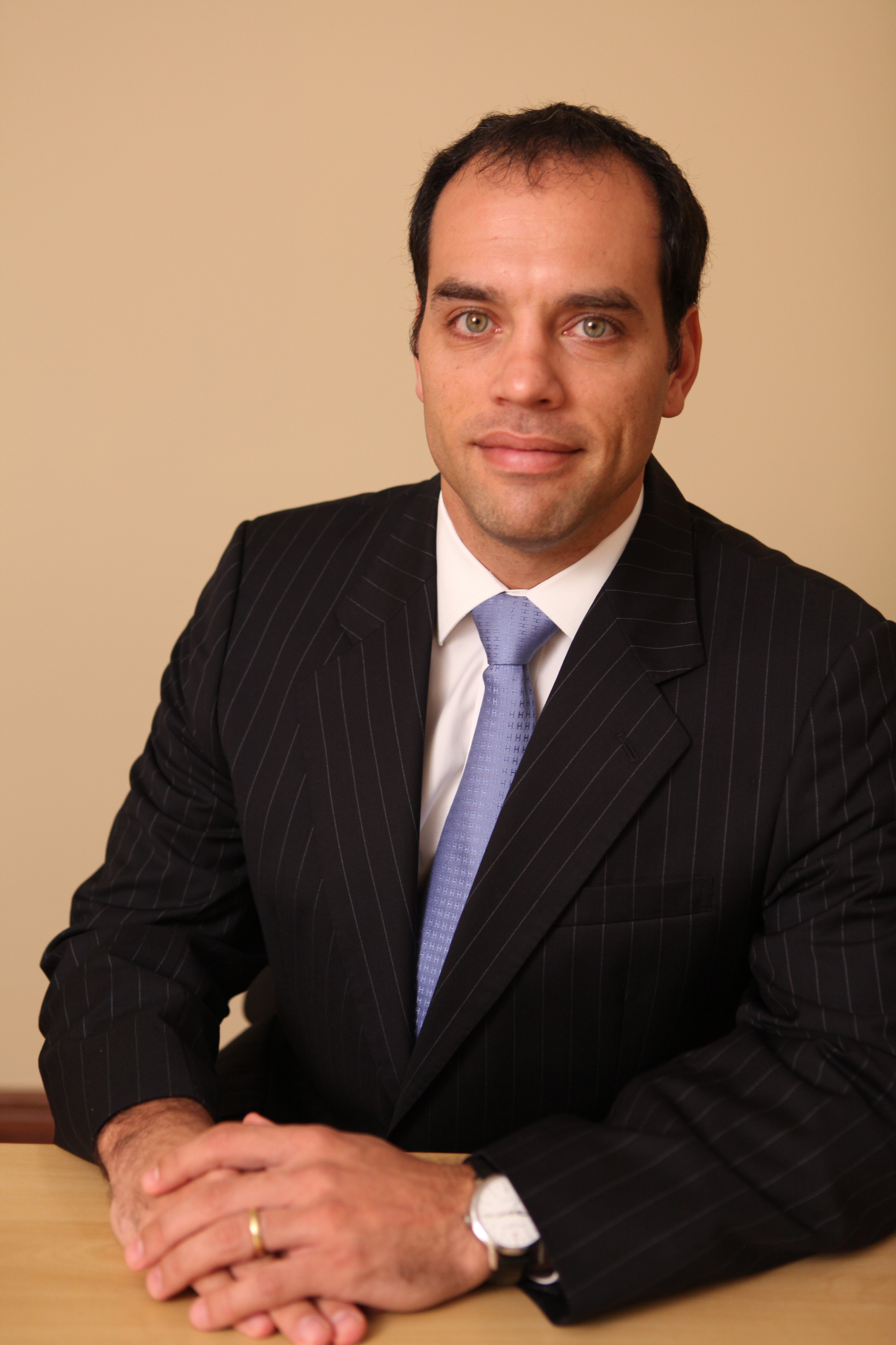 Ferrere drives first IDB bond issue in Paraguay