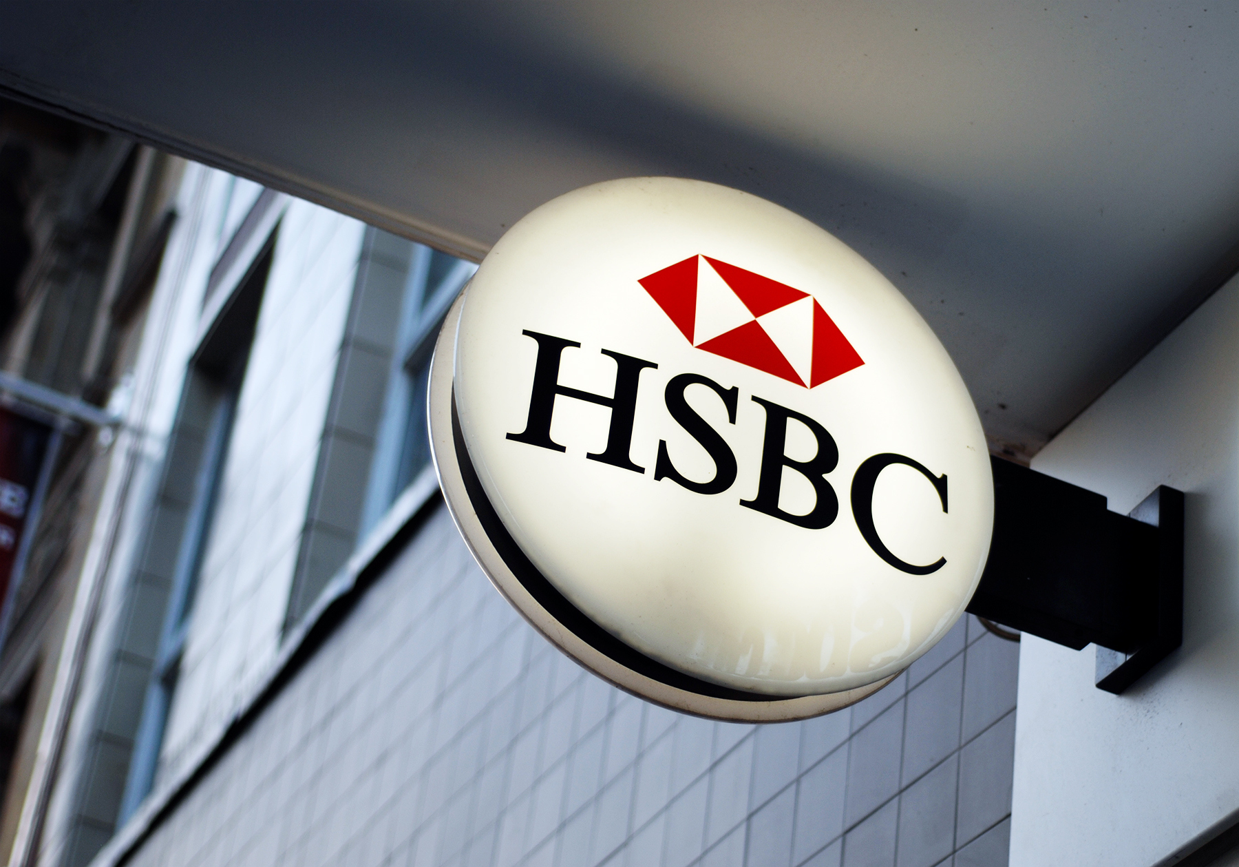 Allen & Overy ushers HSBC to France's first DPA