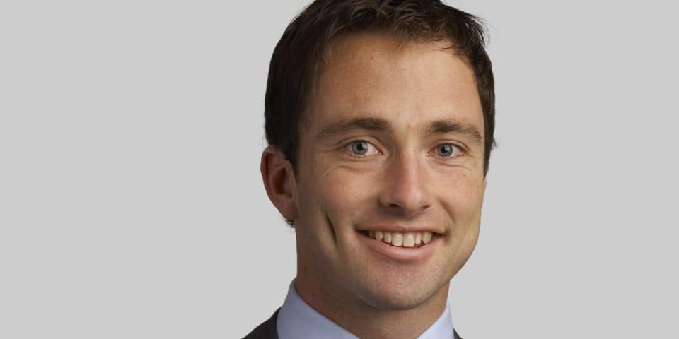 Allens promotes investigations lawyer