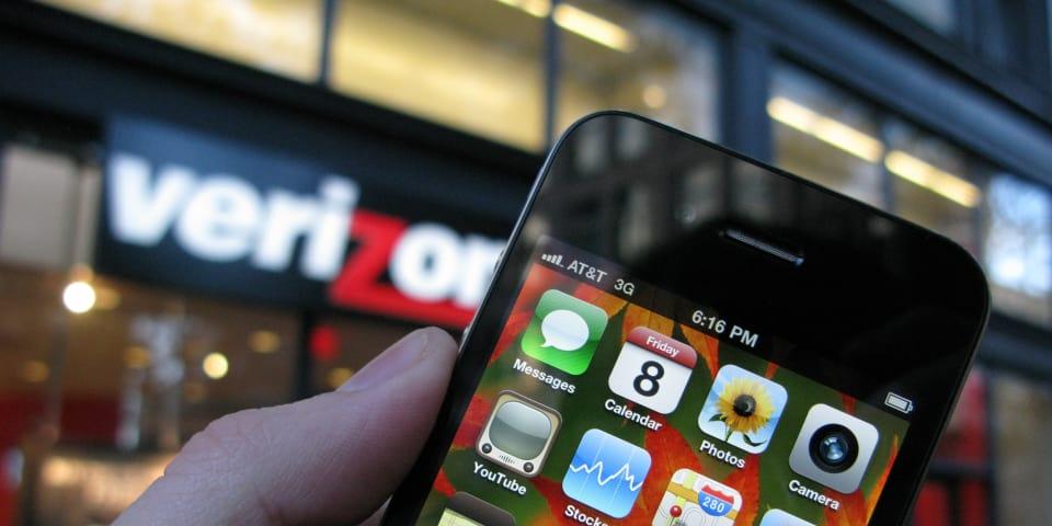 Judge dismisses bulk of AT&T iPhone suit against Apple