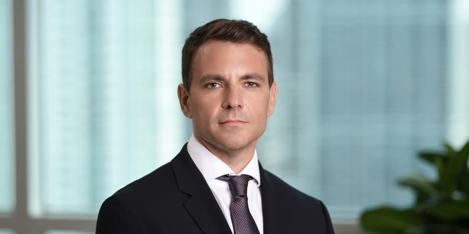 Standard Chartered legal head returns to private practice