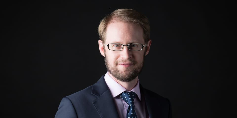 Stephenson Harwood hires British barrister and branches out in Singapore