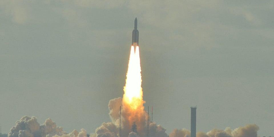 Rocket funds released in Yukos battle