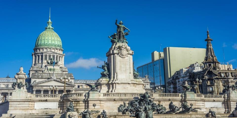 Argentina raises US$3.3 billion in sovereign debt offering
