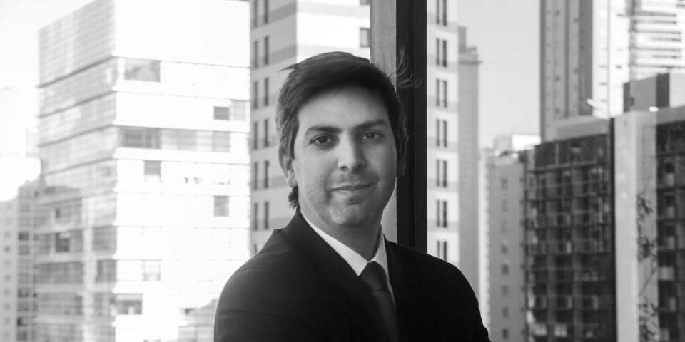 E Munhoz adds restructuring partner