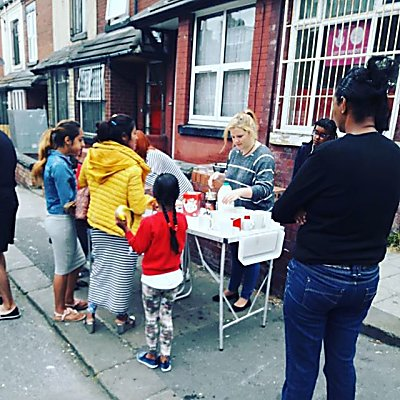 Fab morning of giving out breakfast and getting to know our neighbours!