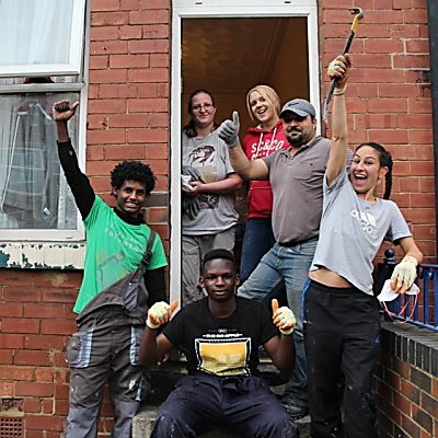 Local people and homeless families have volunteered an amazing 719 days this year to renovate empty houses in Leeds donate and volunteer to help us continue our work!