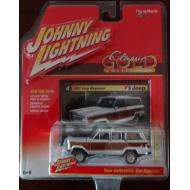 Johnny Lightning 1981 Jeep Wagoneer White Classic Gold 2016 Series 1:64 Scale Diecast Model Car