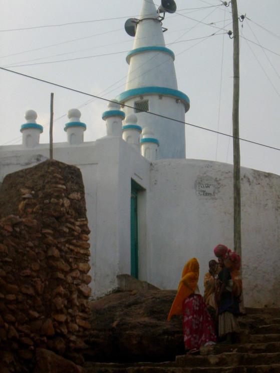 Mosque_in_Harar,_Ethiopia