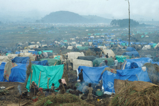 Rwandan_refugee_camp_in_east_Zaire_g940um