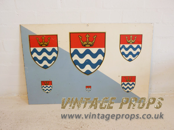 1: Enamel sign with crests