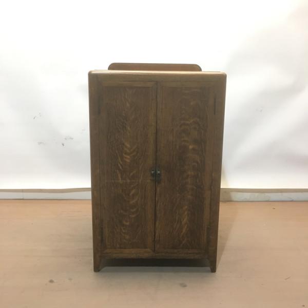 1: Oak plinth / cabinet