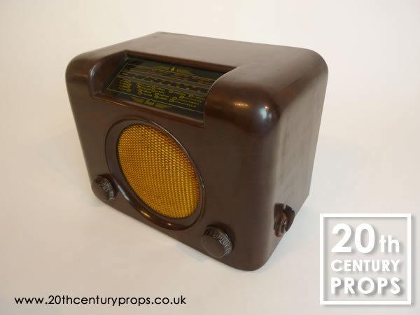1: Vintage BUSH bakelite radio