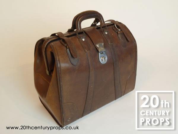 1: Vintage leather holdall