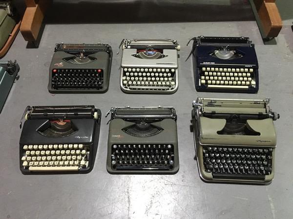 1: Vintage Typewriters