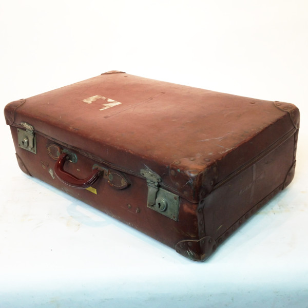 2: Brown Vintage Suitcase