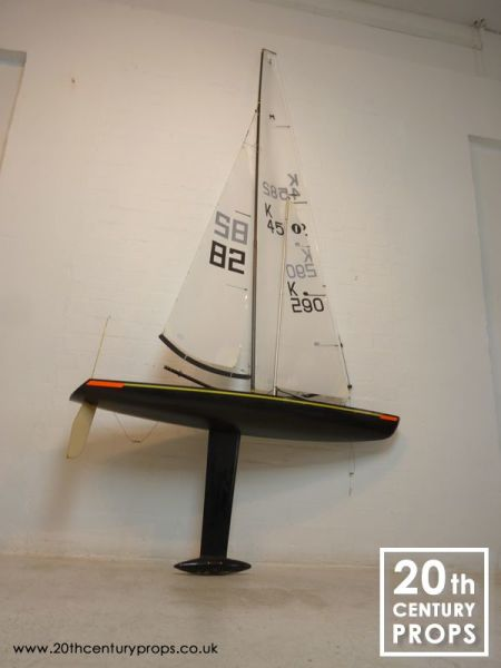 1: Large model racing yacht