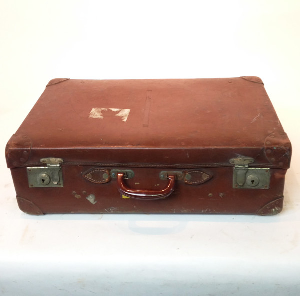 1: Brown Vintage Suitcase