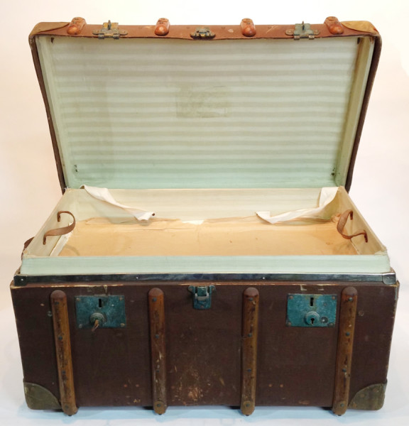 1: Large Wooden Vintage Travel Trunk
