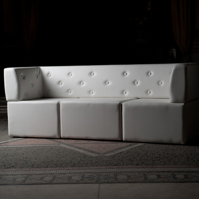 Button back modular sofa
