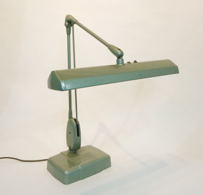 Industrial adjustable desk lamp
