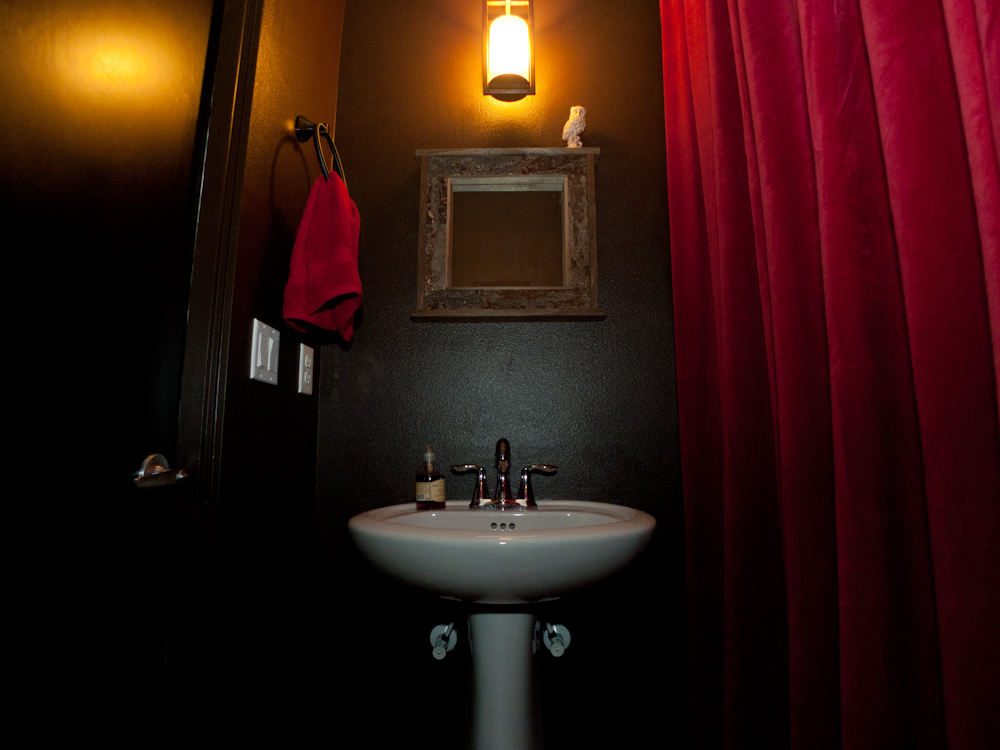 Twin peaks themed bathroom for Space themed bathroom