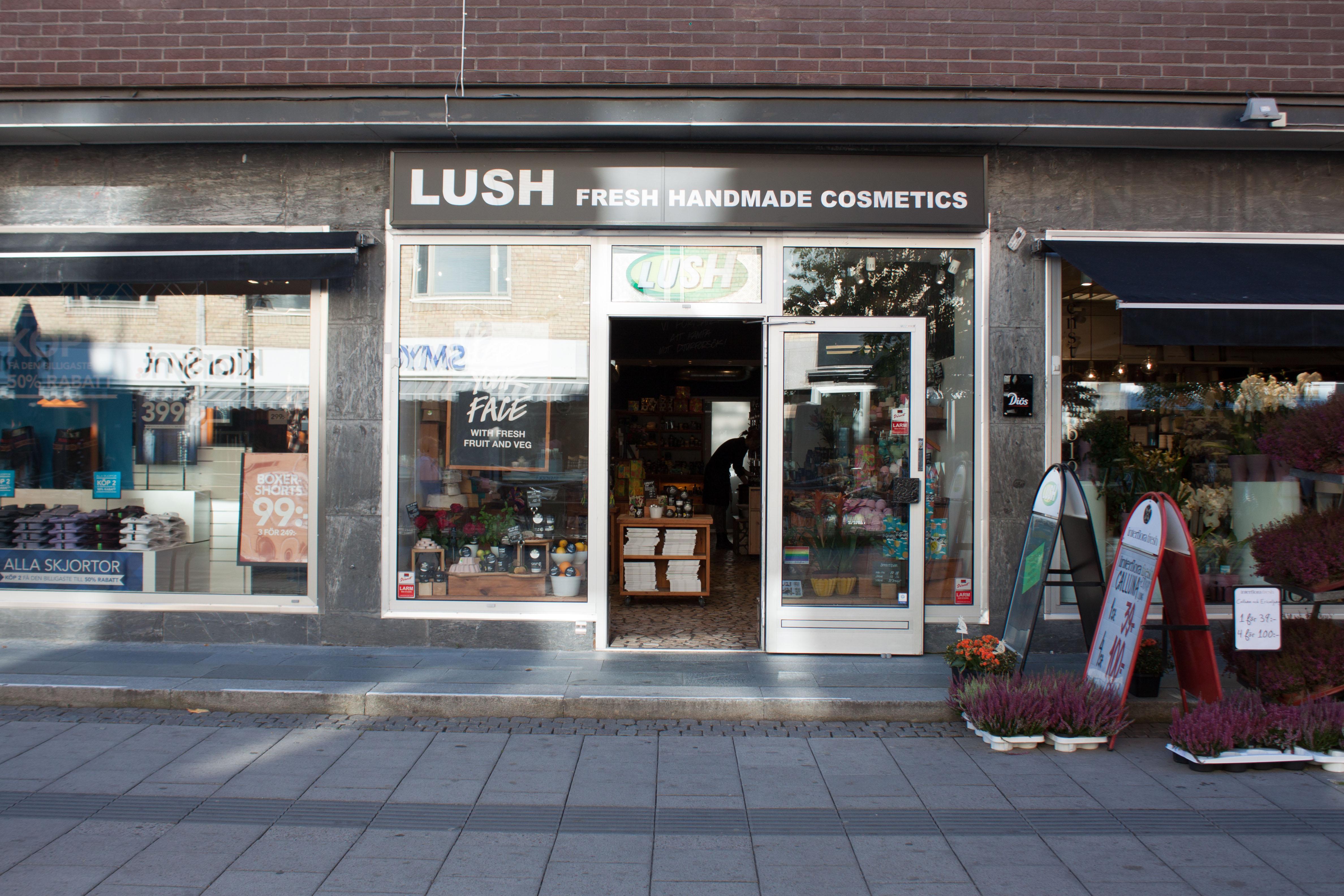 lush stockholm öppettider