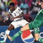 Asamoah Gyan (Ghana) against Carl Medjani (Algeria) during the AFCON 2015 - AFP