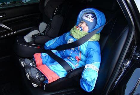 Магаданские полицейские вручили молодым мамам детские автокресла в Магадане « автомагадан