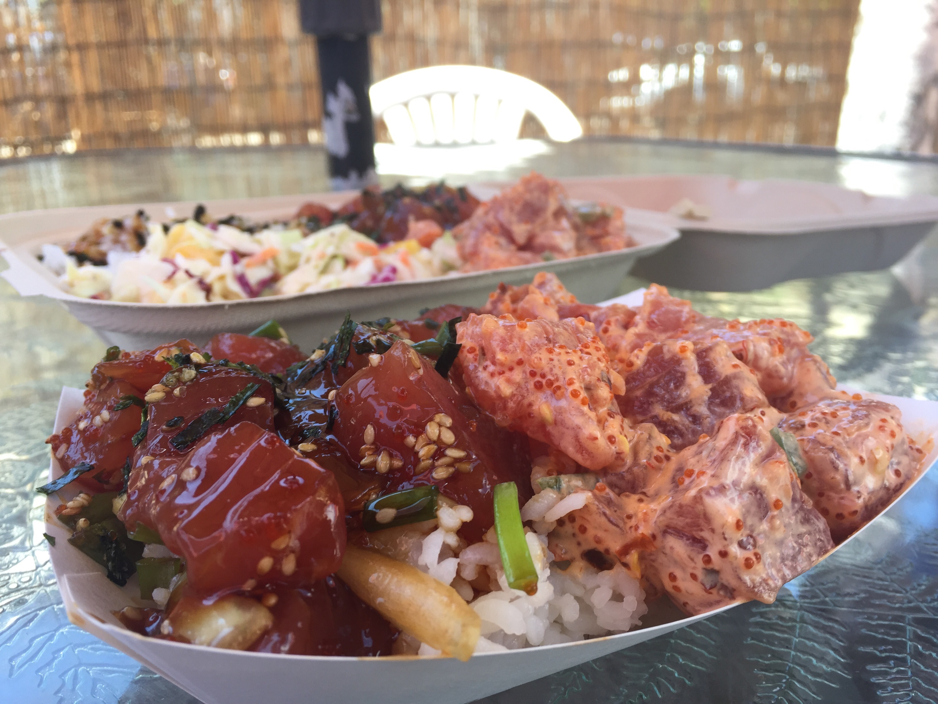 最近我們非常喜歡吃的一種東西——Poke。圖爲 South Maui Fish Company 供應的 Poke