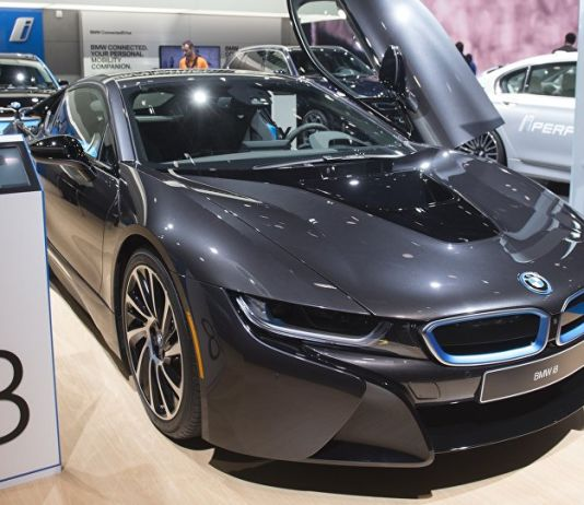 The BMW i8 is seen during the 2017 North American International Auto Show in Detroit, Michigan, January 10, 2017.