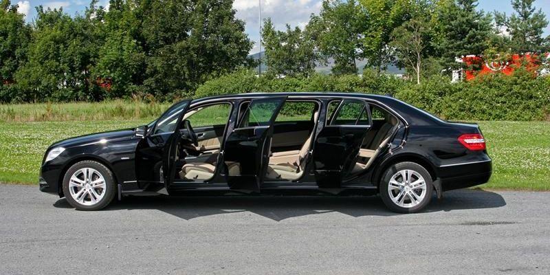 >Mercedes Limousine