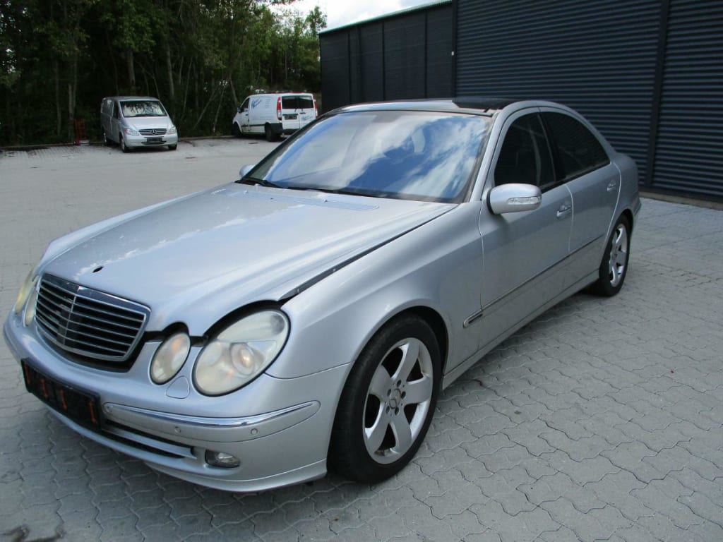 Mercedes 211 E500 AVANTGARDE