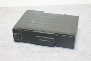 COMPACT DISC CHANGER 6