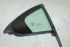 SIDE WINDOW FIXED RIGHT