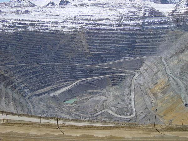 1024px bingham canyon april 2005