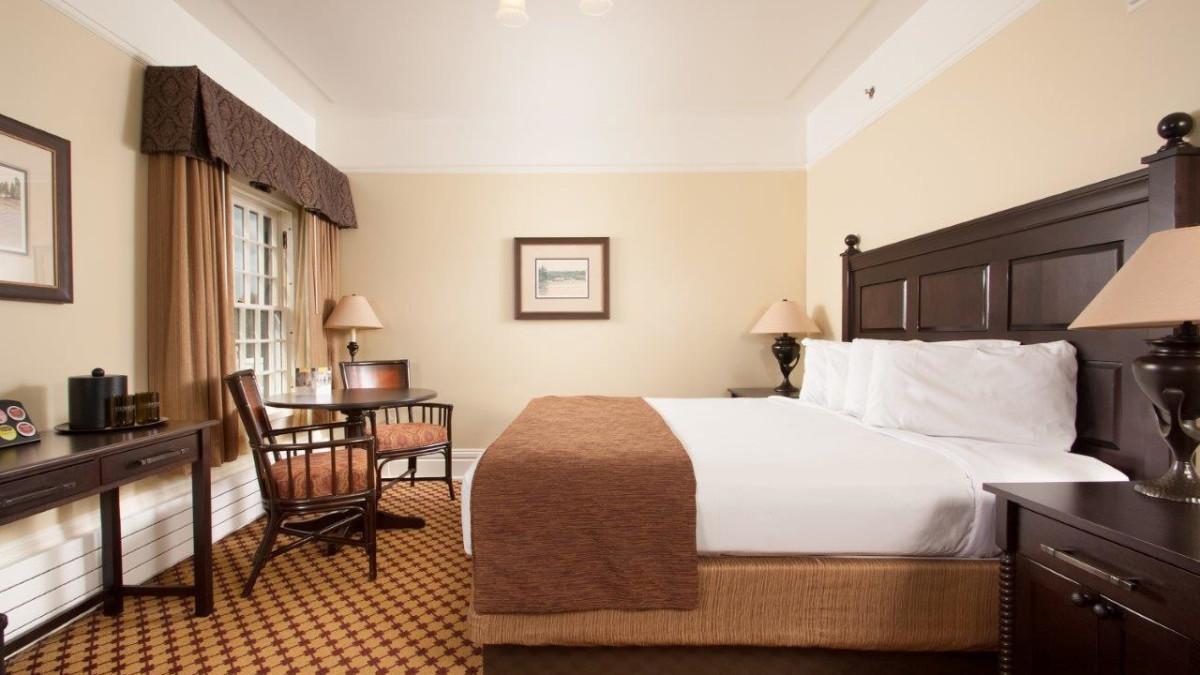 Lake Yellowstone Hotel Cabins Yellowstone National Park